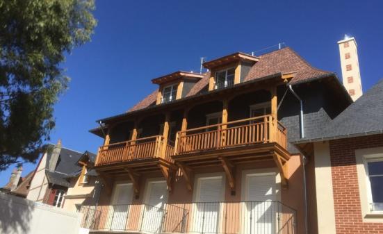 Fabrication et pose de garde corps balcon en bois exotique : iroko