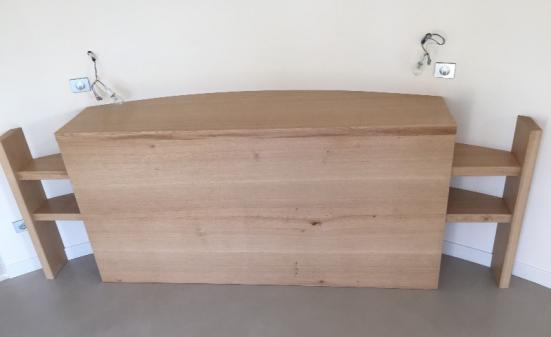 Création d'une tête de lit sur mesure en bois