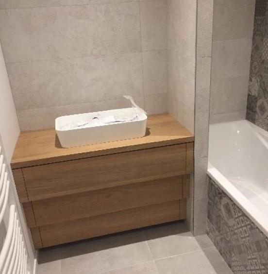 Création d'un meuble de salle de bain en chêne massif